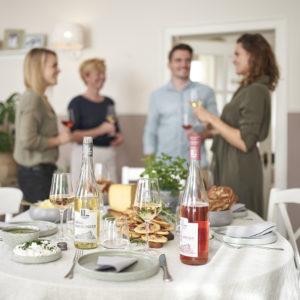 Weinmarke 1112 Fotoproduktion Dinner mit Freunden